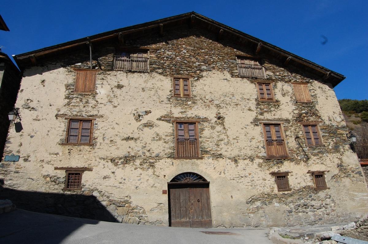 Façana principal de la Casa Rull, que no reobrirà fins a la primera setmana de juny.