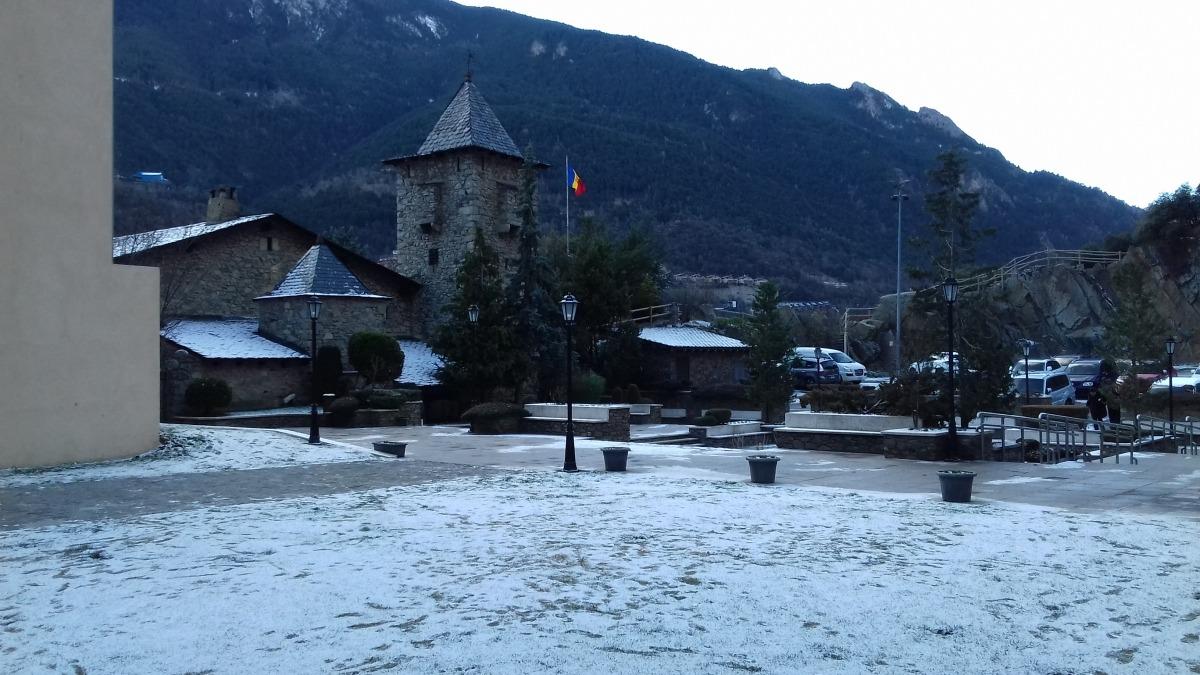 Futura ubicació de la peça, rere la Casa de la Vall.