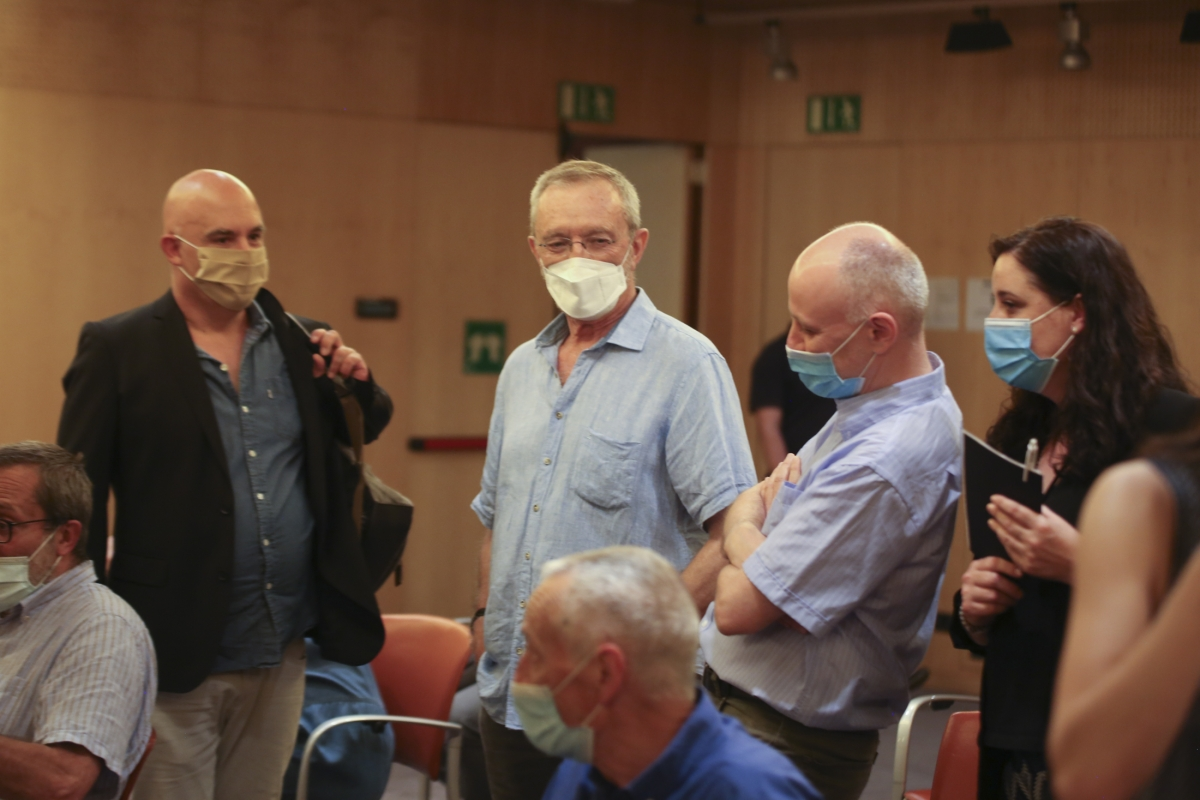 Albert Villaró i Eudald Guillamet, en els prolegòmens dels Debats, ahir a la sala d'actes de MoraBanc.