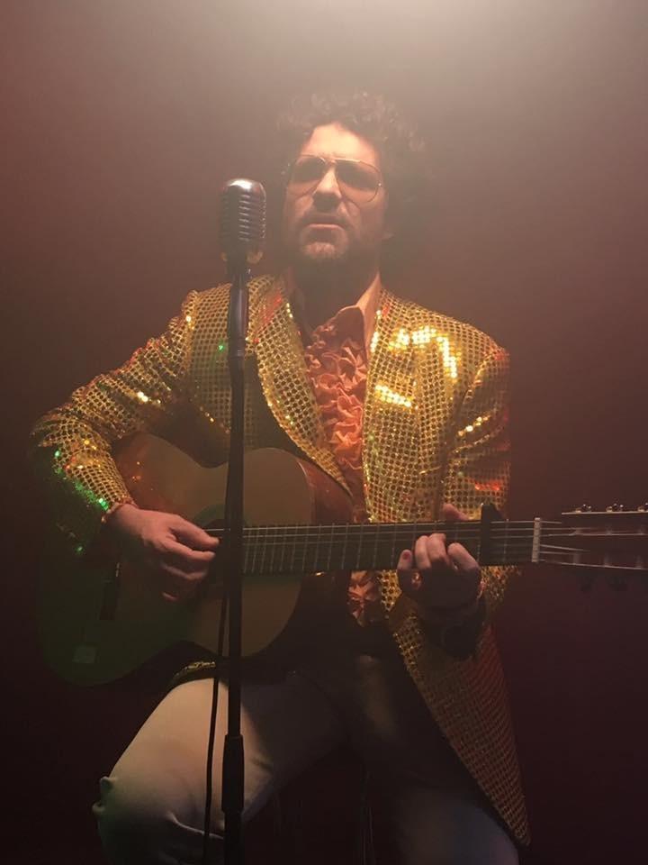 Captura del videoclip de 'Diuen, diuen', el primer single del disc; el va dirigir Isak Férriz.