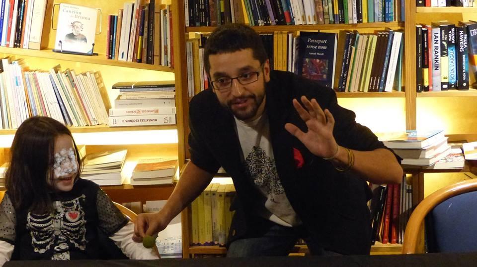 Ferrer, l'octubre passat a La Puça, en la primera edició de les 'Microgires màgiques'; hi torna demà, al Harlem, i diumenge, a La Fada.