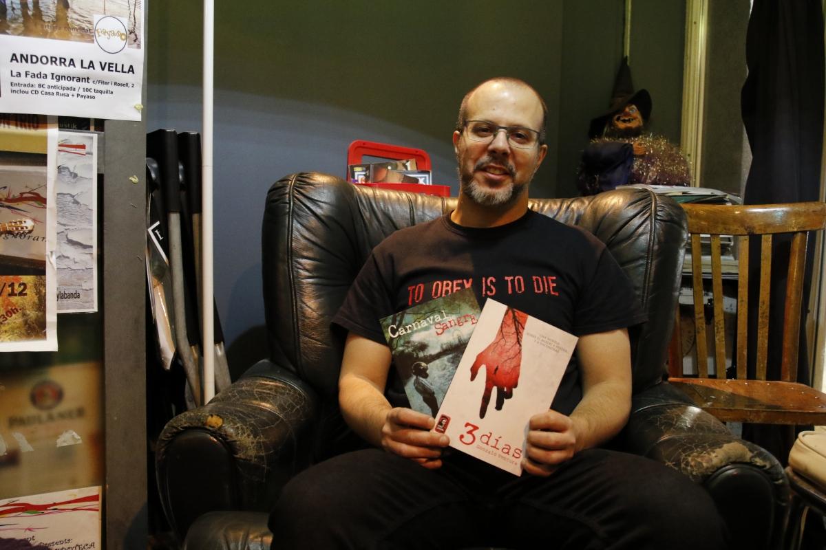 Martín Blanco, reencarnat en editor, va presentar ahir a la Fada Santa Guadaña, el nou segell especialitzat e el gènere de terror.
