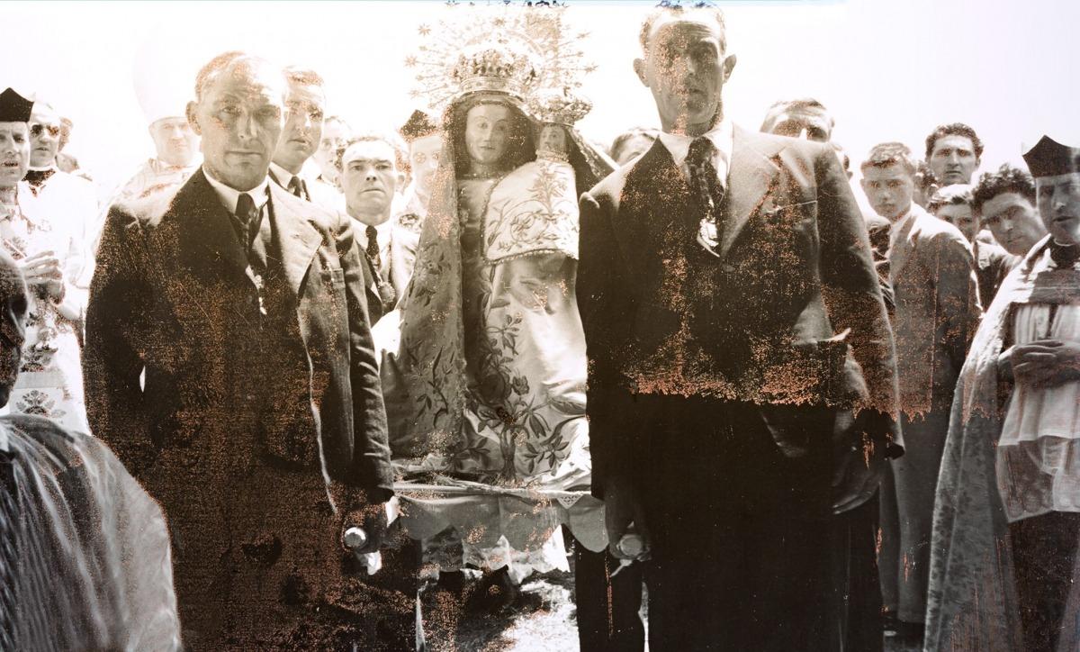 8 de setembre del 1921: el Conxa i l'hereu del Mas del Cortal porten al santuari la Mare de Déu de Meritxell, ja coronada.