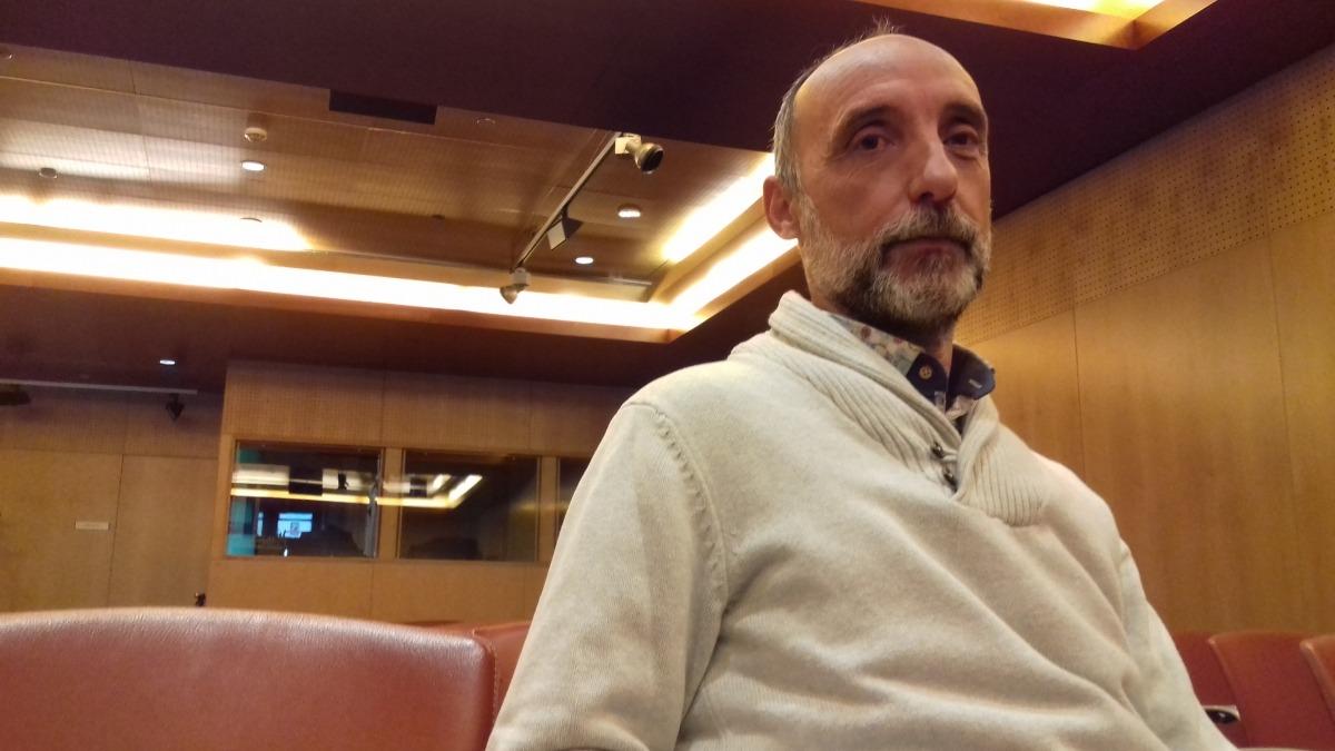 Ginestà ja es va endur el 2010 el Sant Carles Borromeu amb 'És estrany'; l'any passat hi va tornar amb '[I.Reals]'.