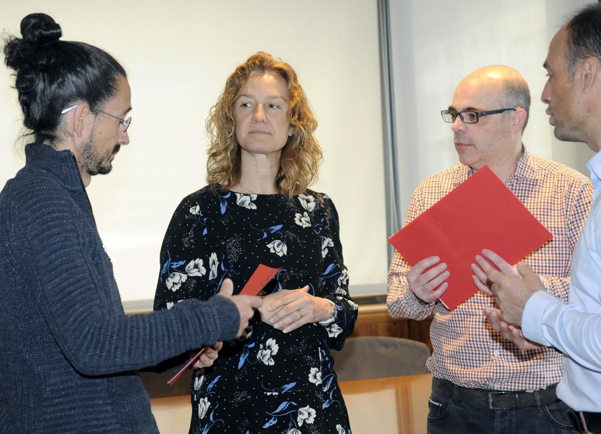 Sílvia Calvó, amb Jordi Tena i Xavier Balmés, en la firma de l'acord amb Medi Ambient.