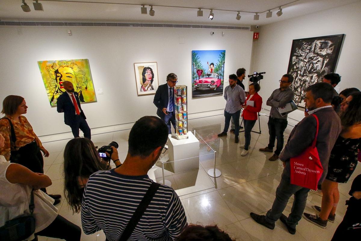 El Mick Jagger de Warhol comparteix espai amb la 'Marilyn' de Vince Herrera, 'Acumulació de llaunes', d'Arman, i 'Tita, Los Angeles 1980'; a la dreta, 'Canya', de Saura.