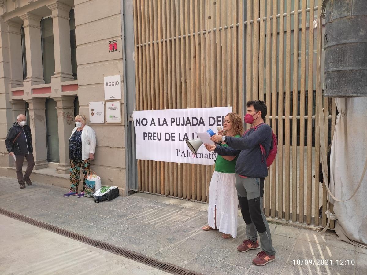 L'Alternativa va convocar ja una concentració de protesta a les portes de Peusa.