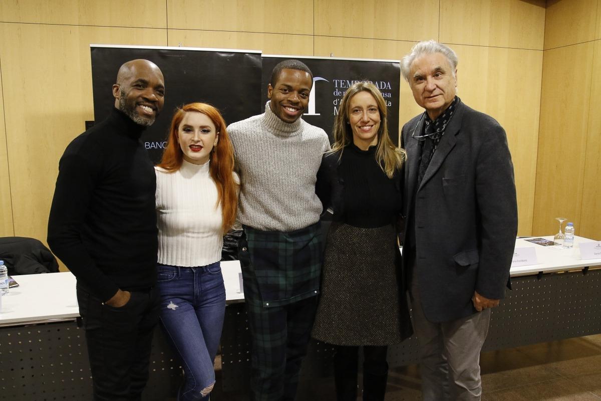 Troy Powell i els ballarins Antuan Byers i Tara Bellardini, en la presentació de l'espectacle, aquesta tarda al Centre de Congressos.