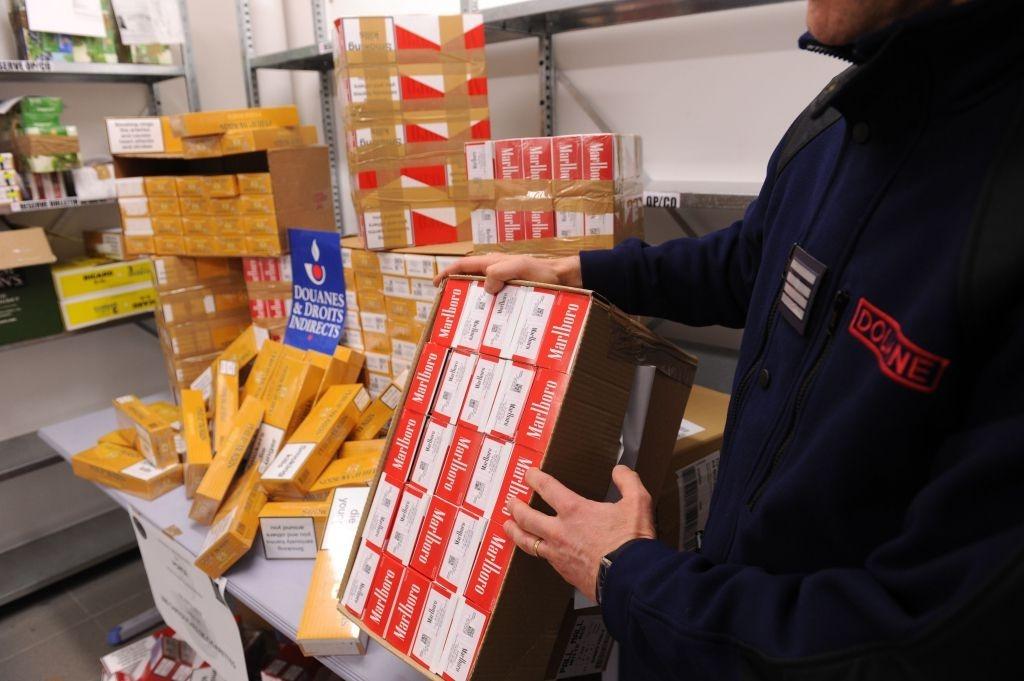 Un comís de tabac portat a terme a la duana francesa a Andorra.