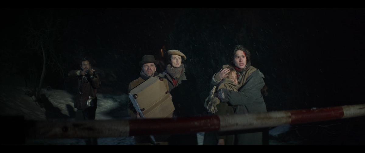 Els fugitius de 'Le Blizzard' arriben a la duana francoandorrana, vigilats per Isak Férriz.