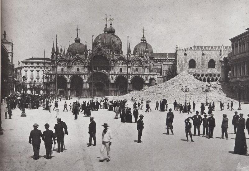 El 'campanile' de Sant Marc, aixecat cap al segle IX, fregava els 100 metres d'alçada: es va ensorrar el 14 de juliol del 1902.
