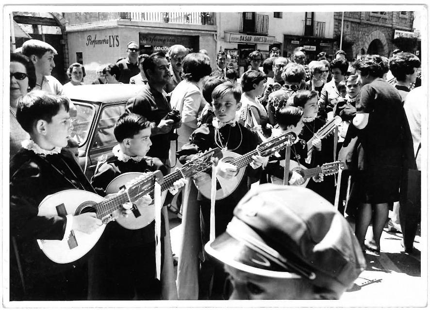 parada a la plaça Benlloch, amb les mandolines a punt: era el 29 de juny del 1968.