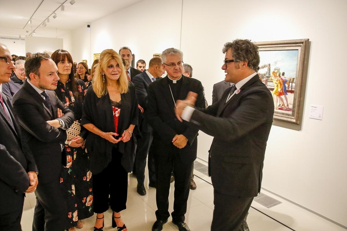 L'aleshores ministre Espot, la baronessa Carmen Thyssen i el copríncep Vives atenen les explicacions del director artístic del museu en la inauguració oficial de 'Femina', a l'octubre.