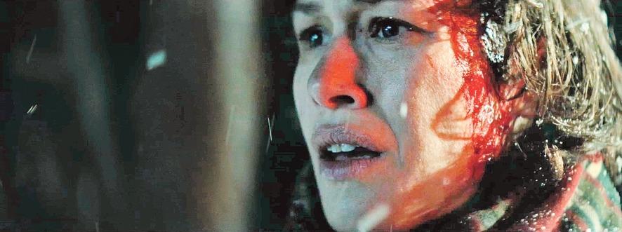 L'actriu catalana Aida Folch és Maria, la fugitiva que es passa els dotze minuts de 'Le Blizzard' buscant la filla perduda a la muntanya.