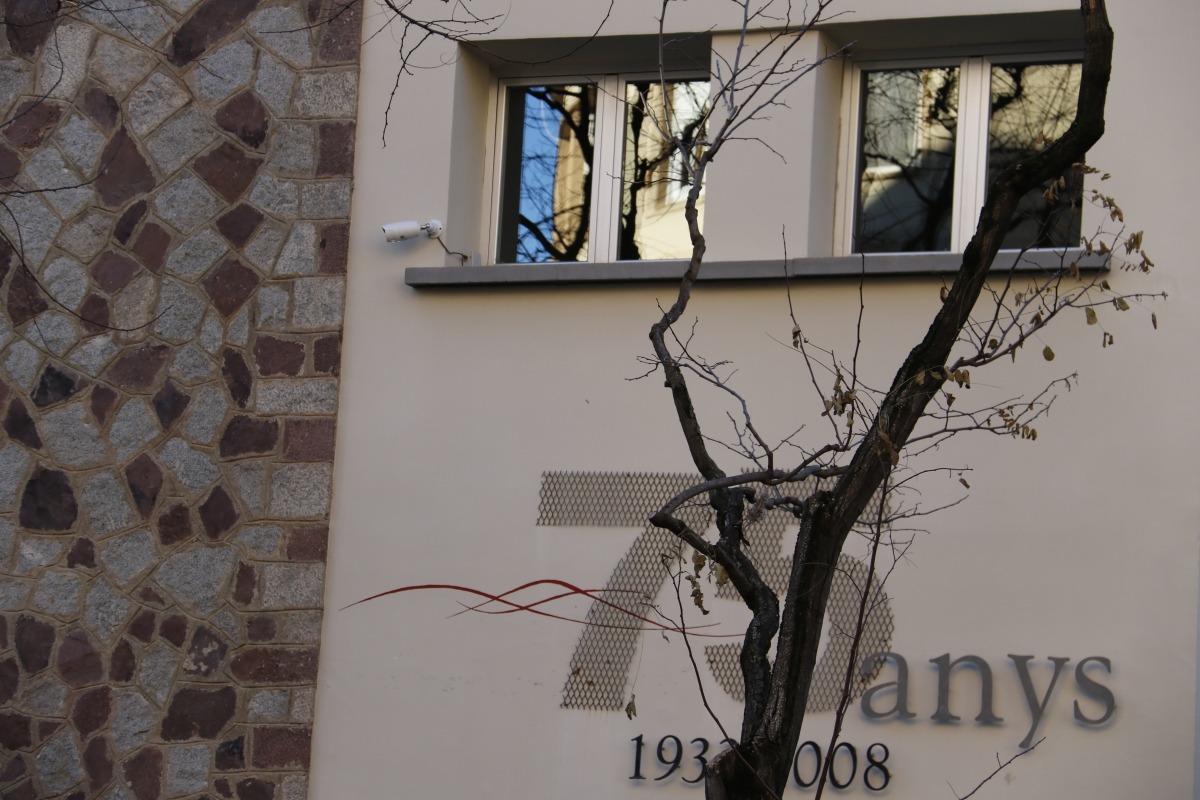 L'institut Joan Brudieu acorda retirar la càmera instal·lada dins d'una aula