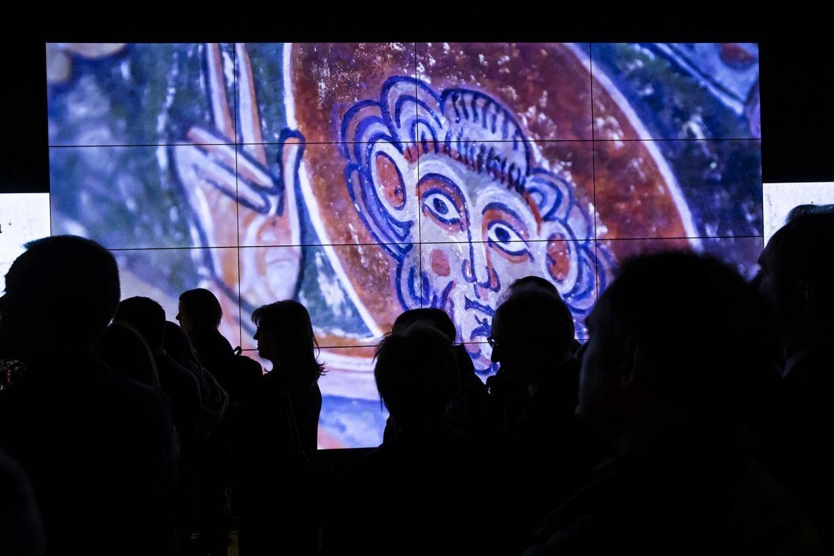 Els frescos són la peça estrella de l'Espai Columba, que incorpora també un videomural amb 18 pantalles i 20 metres quadrats.