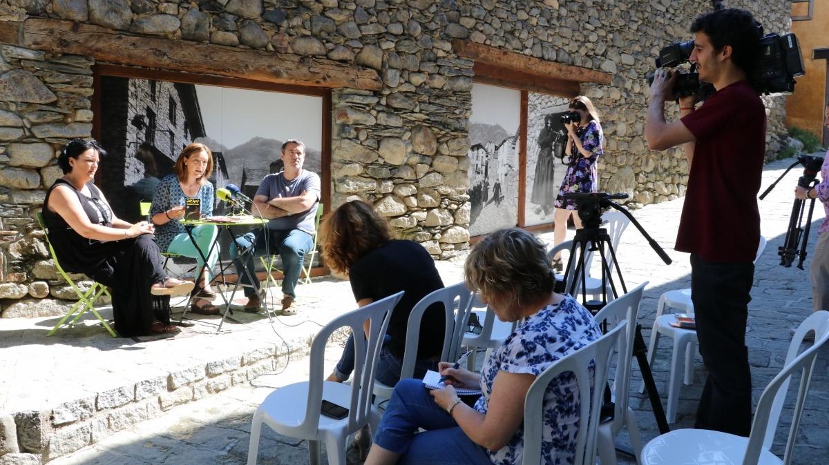 La cònsol menor d'Encamp, Esther París, va presentar ahir al matí les activitats d'estiu de l'Encamp de llum.