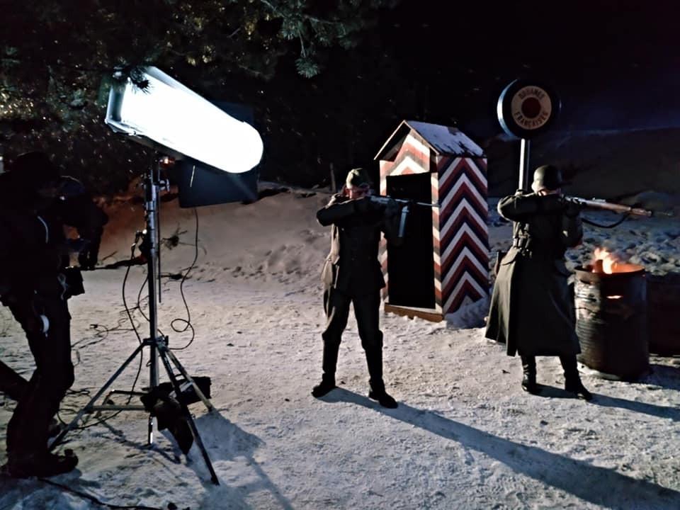 Fotograma de 'Le Blizzard' amb dos soldats alemanys amb males intencions a la duana del Pas recreada als Cortals d'Encamp.