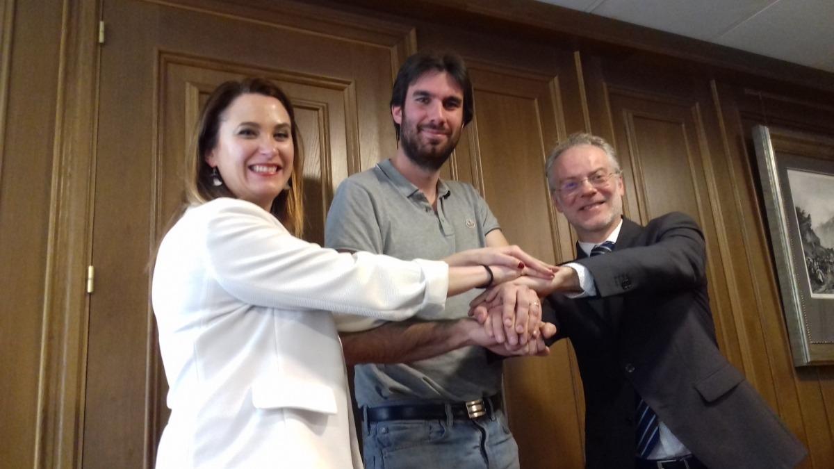 La Massana també afinaGuillem Forné, en nom d'Andorra Lírica, entre els consellers de Cultura de la Massana, Jael Pozo, i Sant Julià, Josep Roig.