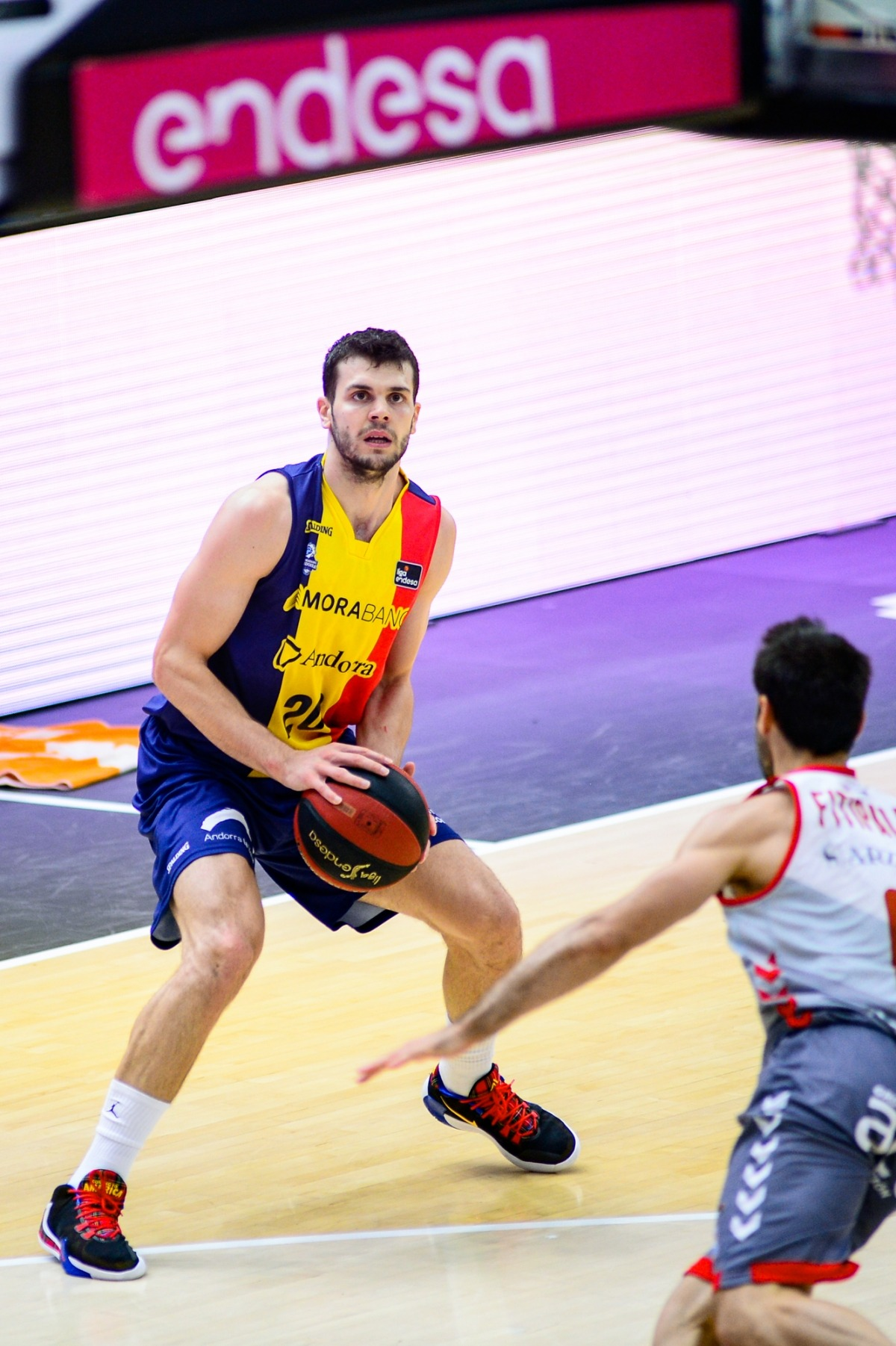 Dejan Todorovic defensat en una jugada de la fase final per Bruno Fitipaldo.
