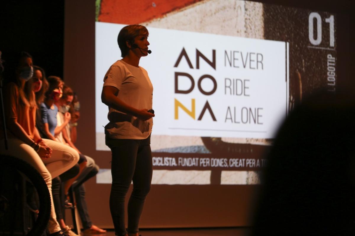 Un moment de la presentació d'Andona ahir al teatre de Les Fontetes de la Massana.