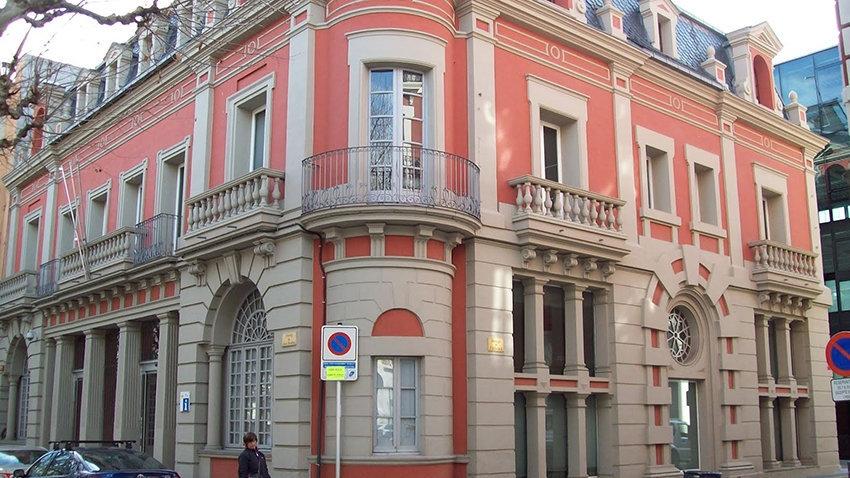 Imatge de la façana del Consell Comarcal de l'Alt Urgell, al passeig Joan Brudieu.