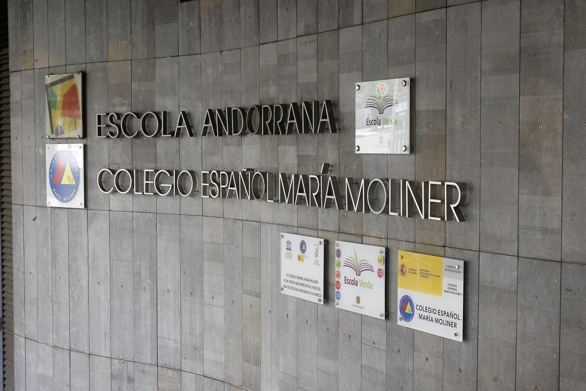 Vista de la façana del centre educatiu espanyol d'Escaldes.