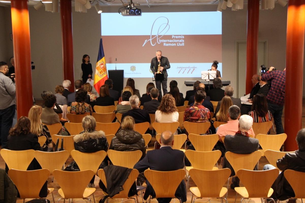 """Aspecte """"desolador"""", diu López, que presentava el 'foyer' de l'Auditori en l'entrega dels premis Ramon Llull, el 28 de novembre."""