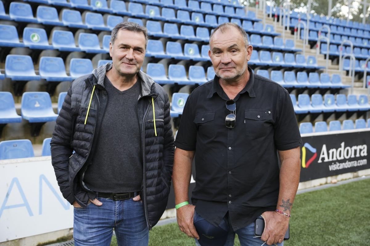 El VPC Andorra, amb el president Gerard Giménez al capdavant, va presentar ahir als jugadors el nou entrenador, Jean Arnaudin, i el nou mànager general, Eric Mercadier. Foto: Facundo Santana