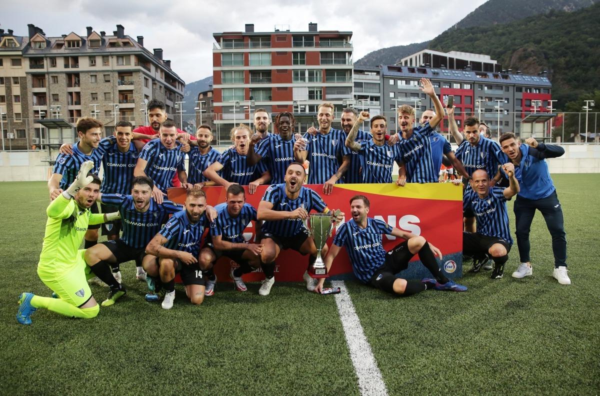 L'Inter Club Escaldes va celebrar ahir el sisè títol en la seva història i la seva segona Supercopa en vèncer la UE Sant Julià. Foto: Facundo Santana
