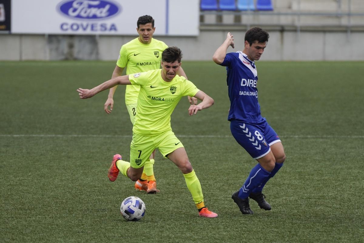 L'extrem de l'FC Andorra, Iker Goujón, defensat pel migcampista 'Ale' Galindo. Foto: FC Andorra