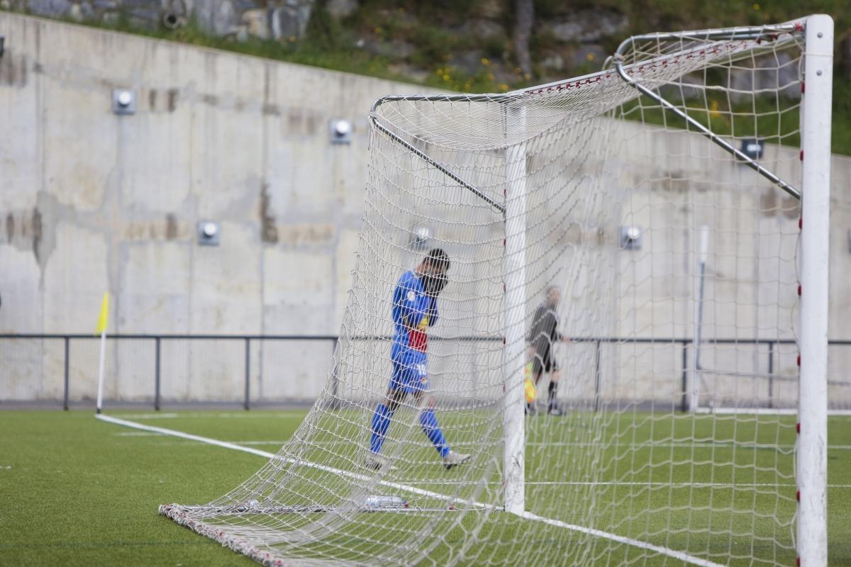 Carlos Martínez, davanter de l'FC Andorra i màxim golejador de l'equip, no va tenir el seu millor dia contra l'Alcoià. Foto: Facundo Santana
