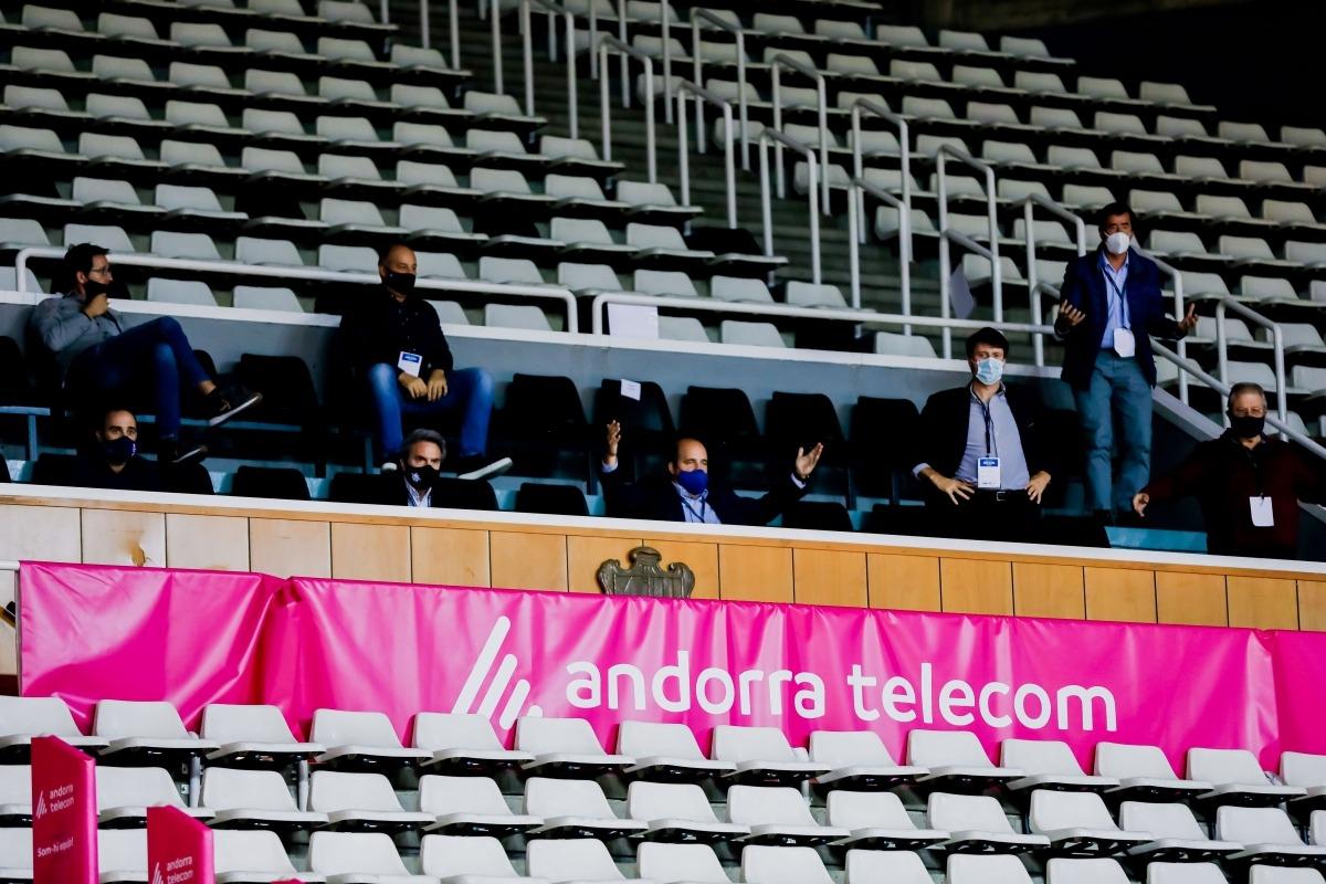 El president del BC MoraBanc, Gorka Aixàs, a la llotja del Poliesportiu d'Andorra, en un partit d'aquesta temporada tan atípica. Foto: Martín Imatge