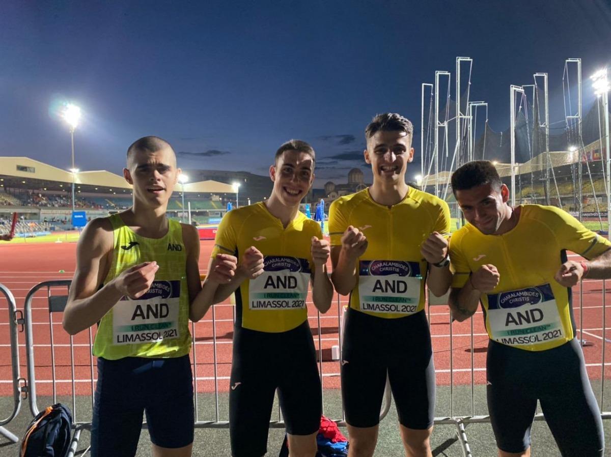 Pol Moya, el segon per l'esquerre, a Limassol amb l'equip de la Federació Andorra d'Atletisme a la Copa d'Europa de les Nacions. Foto: Twitter FAA