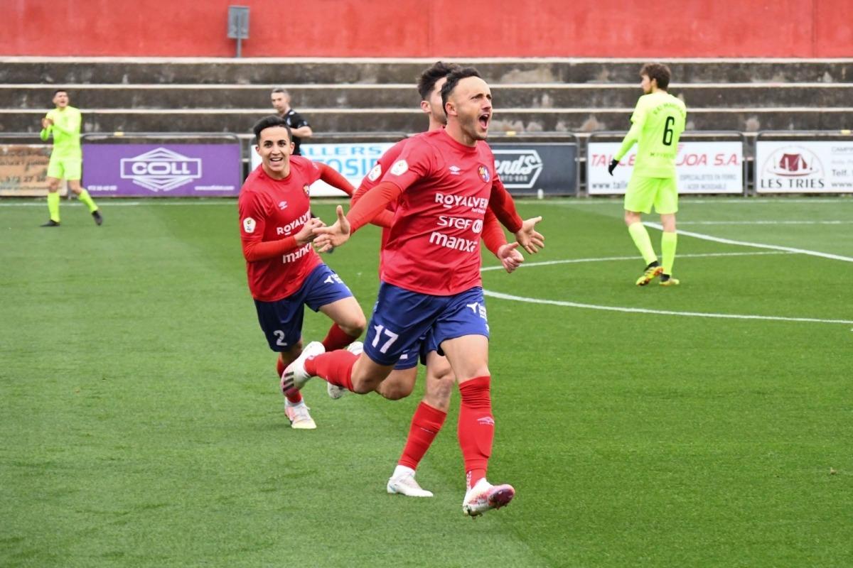 L'extrem de la UE Olot, Jordi Xumetra, va ser el botxí de l'FC Andorra a la primera part amb els dos primers gols.Foto: Twitter UE Olot