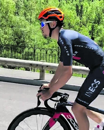 Tom Pidcock, entrenant amb la seva bicicleta a Soldeu. Foto: Instagram