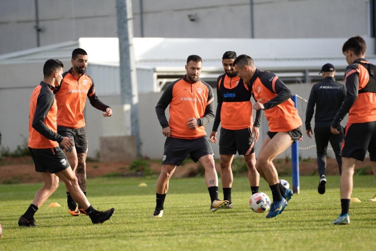 L'FC Andorra es va entrenar ahir al vespre al Francisco de la Hera d'Almendralejo. Foto: Twitter FC Andorra