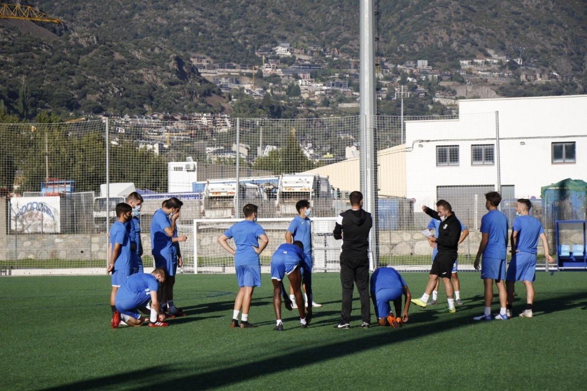 L'FC Santa Coloma, un xic amb quadre per tres baixes per Covid-19 i un lesionat, va tornar als entrenaments després de passar les proves PCR. Foto: Twitter FC Santa Coloma