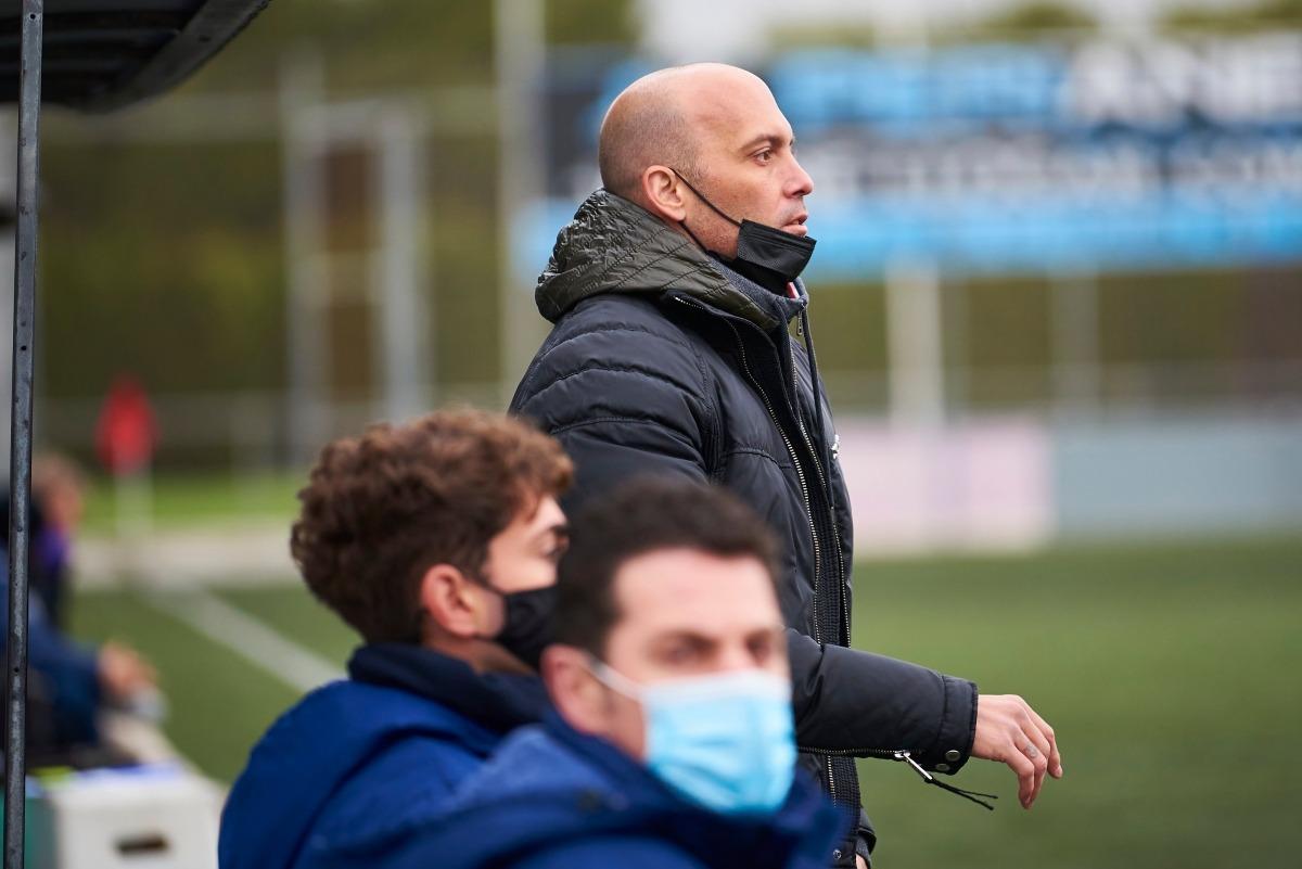 Gabri García, que fa gairebé un any que va ser destituït de l'FC Andorra, amb la UE Olot. Foto: UE Olot
