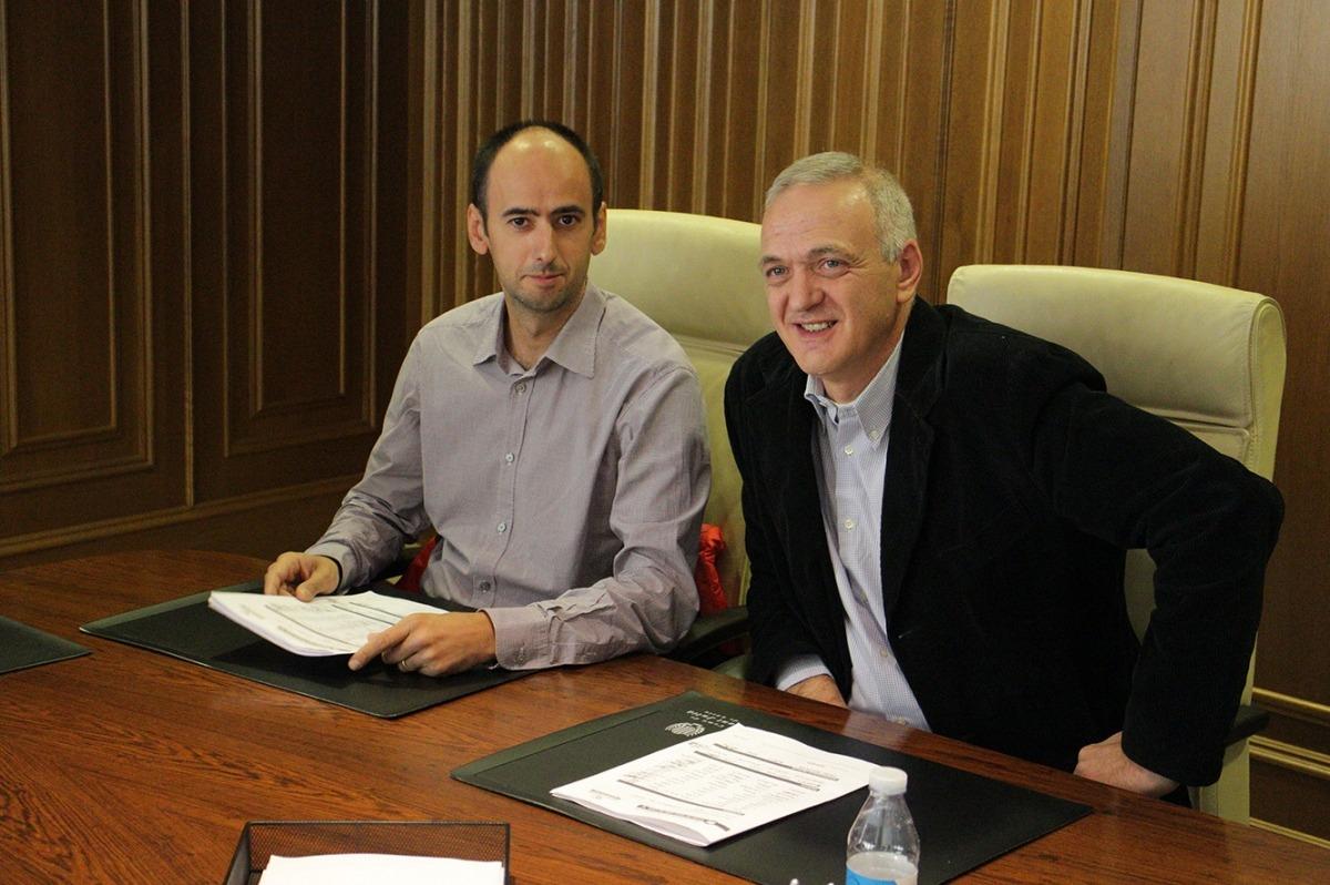 Patrick Frases, a la dreta de la imatge, acompanyat per Artur Homs. Foto: Agències