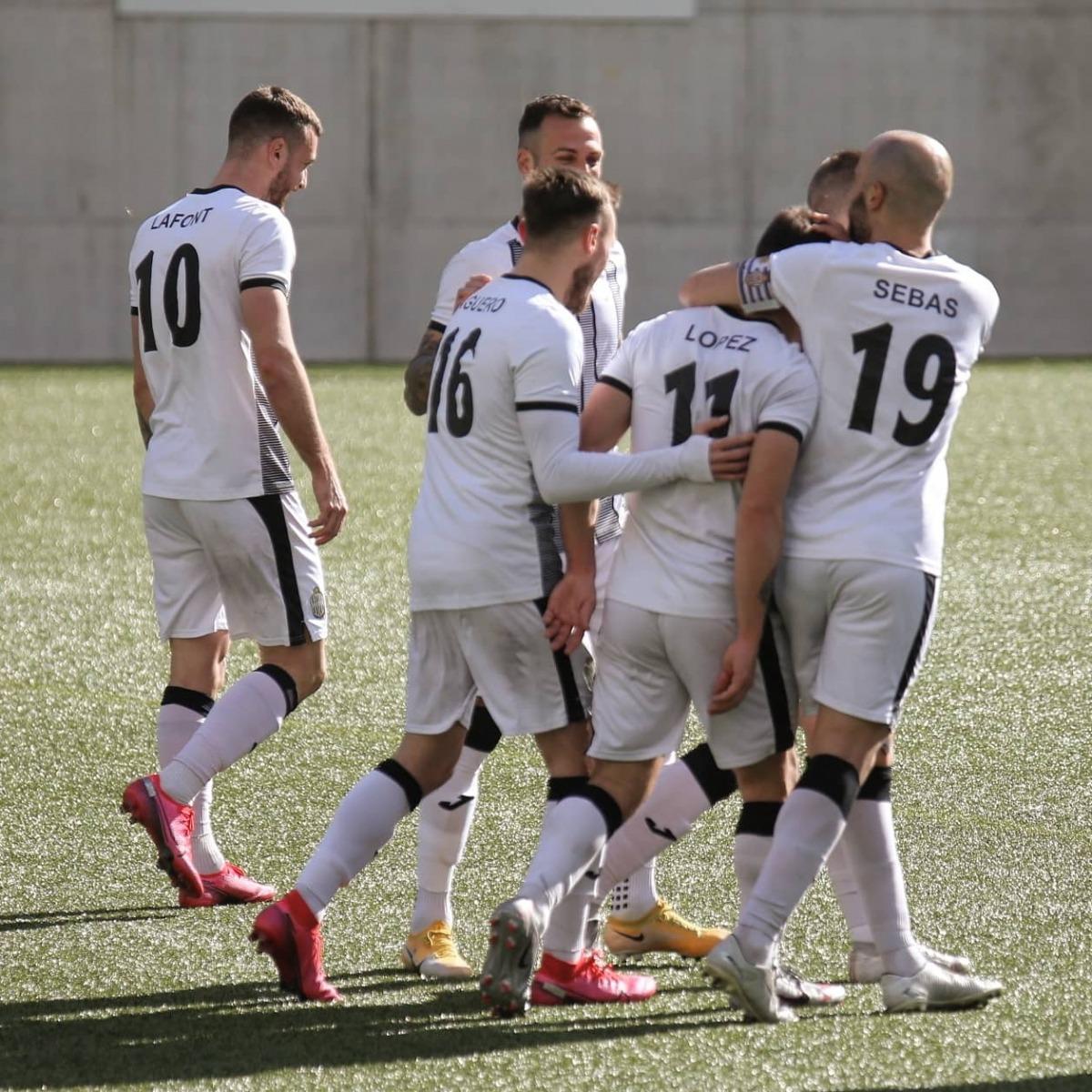 Sebas Gómez i Guillaume López celebren un gol la temporada passada amb la UE Engordany. Foto: Twitter UE Engordany