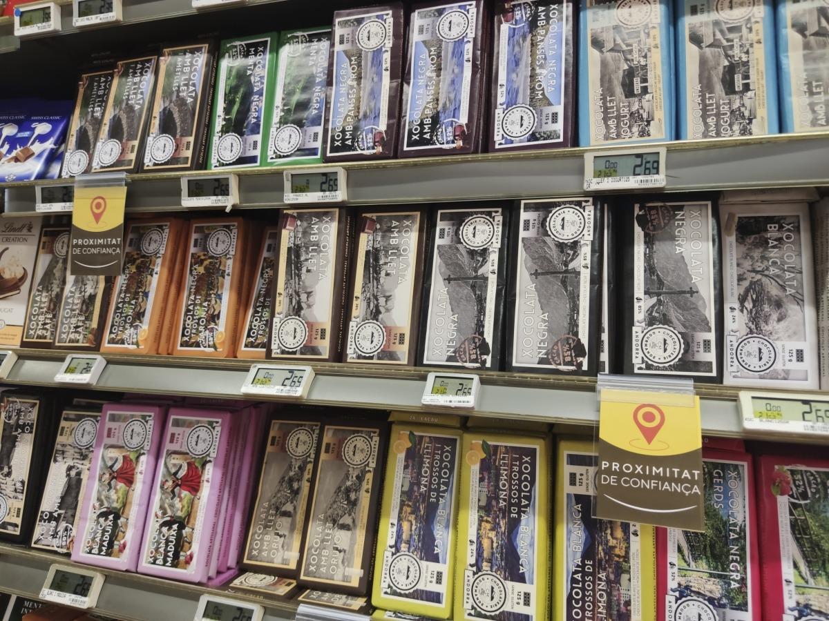 Unes xocolates que es comercialitzen amb imatges i el nom d'Andorra però que són fetes a l'estranger.