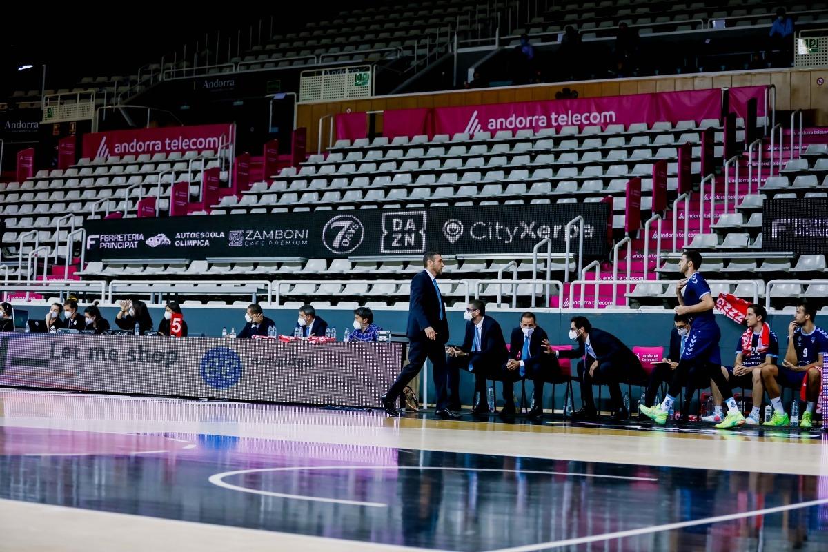 Les graderies del Poliesportiu buides. Foto: Martín Imatge