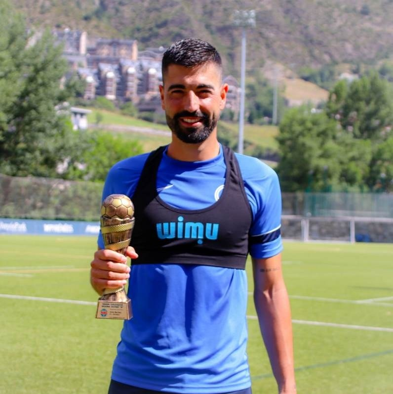 Carlos Martínez, amb el trofeu. Foto: MarcadorCat