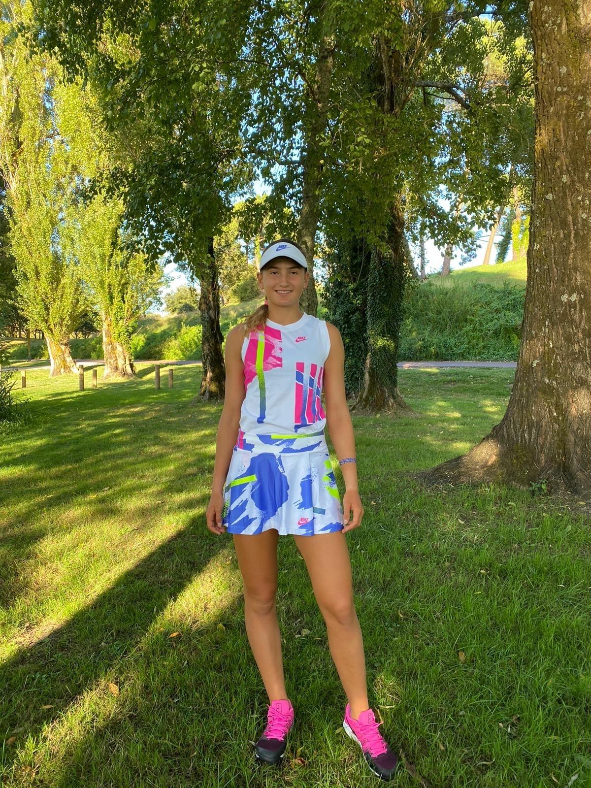 Vicky Jiménez, amb una vestimenta a l'estil André Agassi, a Melilla. Foto: Foto cedida per Joan Jiménez