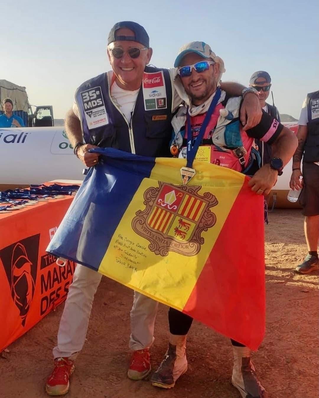 Sergio Gracia, al costat dret de la imatge, amb Patrick Bauer director de la prova. Foto: Facebook Sergio Gracia