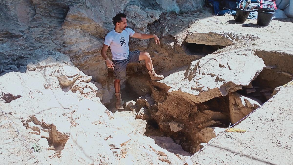 Remolins assenyala un dels cinc fogars excavats.