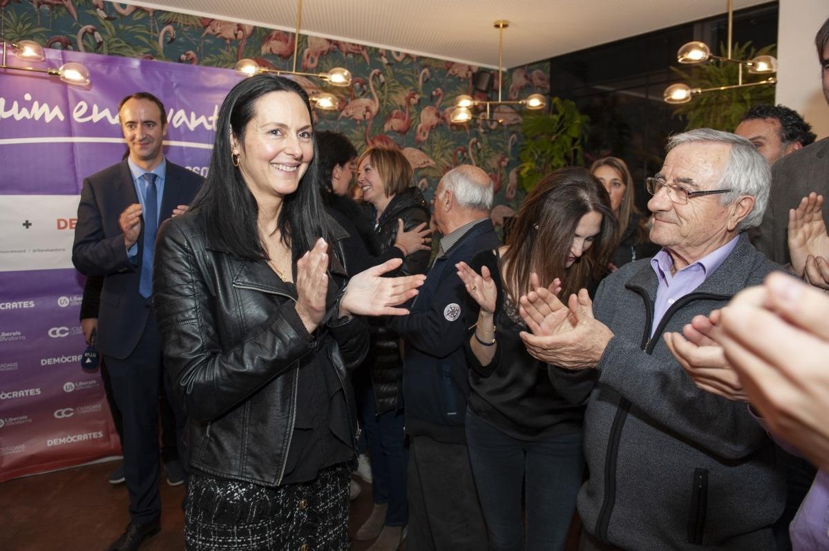 La cònsol major electa de la Massana, Olga Molné, amb els integrants de CC+DA+L'A.
