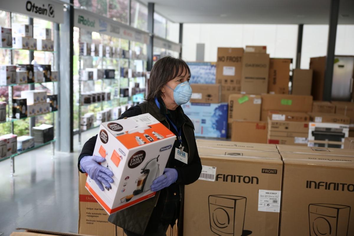 Les botigues d'electrodomèstics i parament de la llar també van poder ahir atendre presencialment els clients.