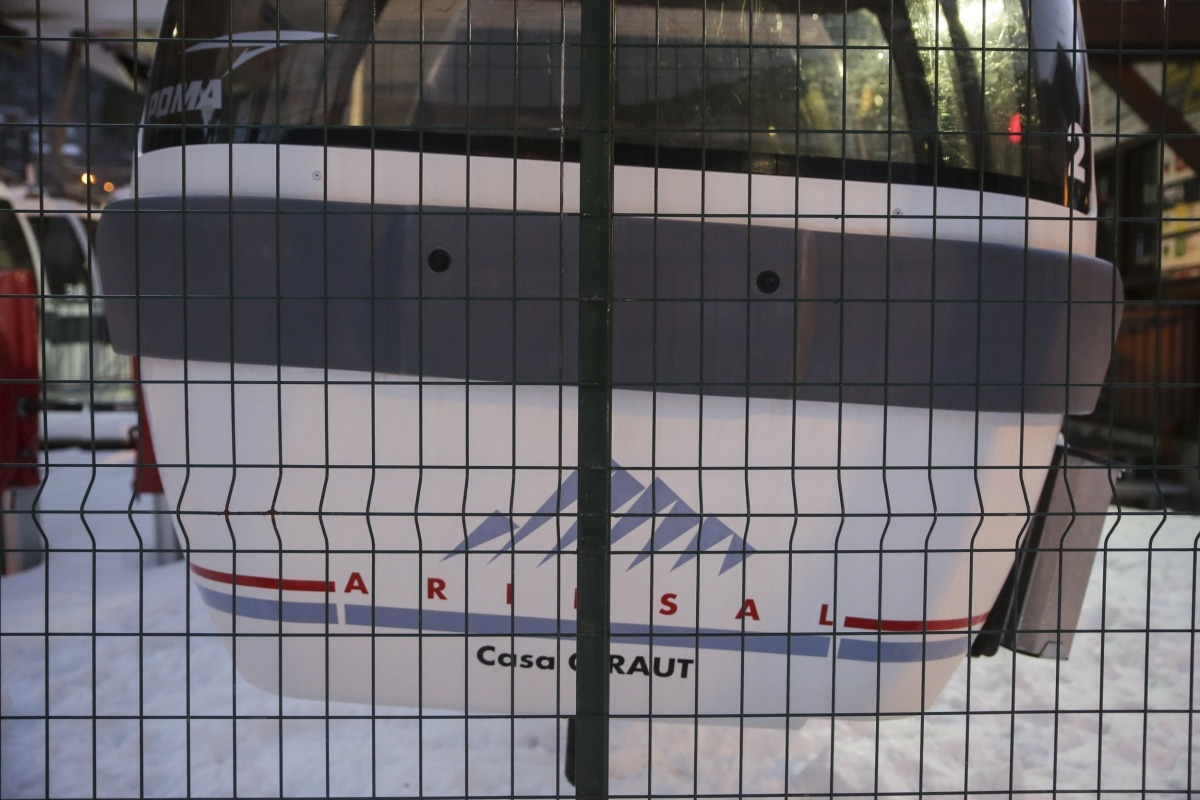 El telecabina del sector d'Arinsal, tancat durant aquesta temporada d'hivern.